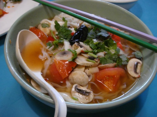 My Bowl of Tom Yam Noodles (NOT SPICY 1!!!) *sobs*
